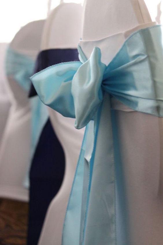 Una en azul y otra en celeste. Combina colores para mas originalidad.