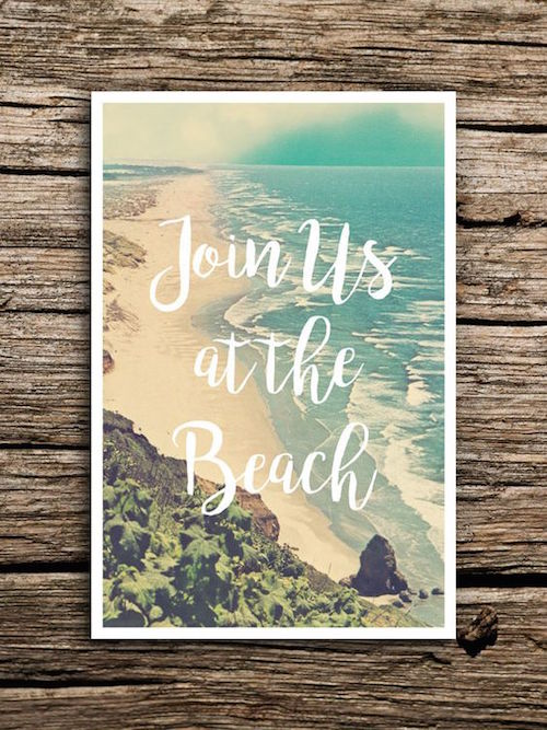 Invita a tus amigos a tu boda en la playa con este save the date tipo postcard vintage.