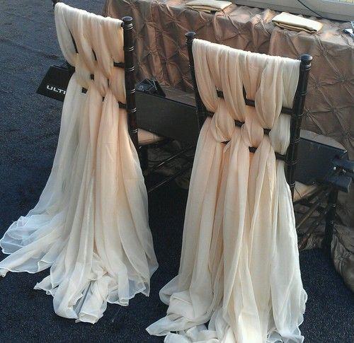 Un look vintage de lujo para estas sillas estilo Chiavari.