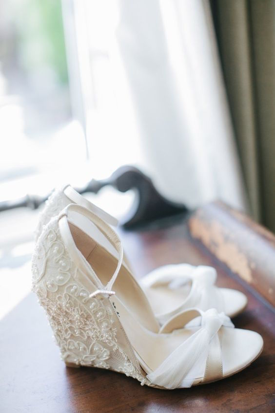 With walkable and pretty wedges like this, you won't have to decide between gorgeous details and achy feet. Photo: Amy & Stuart Photography.