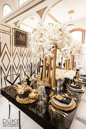 Decoración de bodas en negro y dorado en un salón muy art deco. Fotografía: Duke Photography - Fotógrafo de bodas.