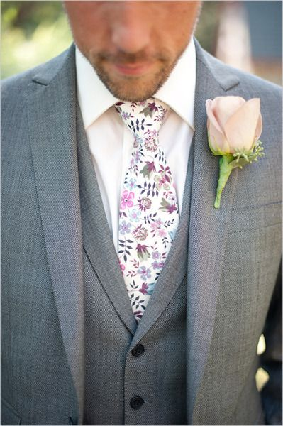 Floral groom's tie, perfect for a modern or boho wedding.