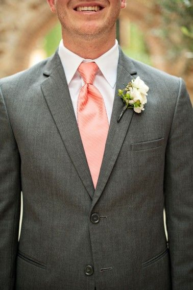 Peach textured groom's tie. Always consider the collar width before picking the tie style! Photographer: Kristen Weaver.