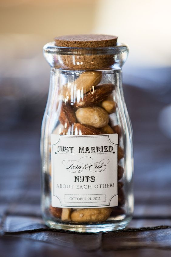 9 Mini Wedding Favors That Your Wedding Guests Will Go Crazy For