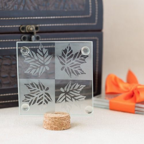 Incorporate the beauty of fall into your wedding with these autumn leaf glass coasters. Made from frosted glass, each coaster features an elegant leaf pattern and four feet on the bottom.