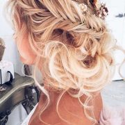 Check out the best and dreamiest 2017 trending wedding hairstyles. May your wedding be as unique and fun as these amazing hairdos!