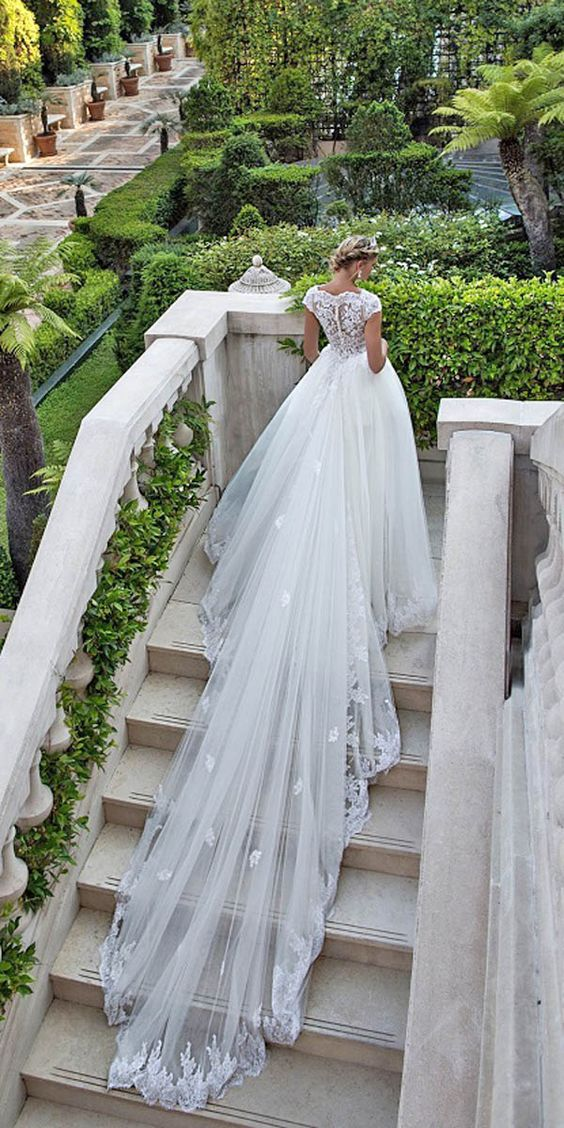 Impressive cathedral train complements this beautiful Alessandra Rinaudo bridal gown. Bibi.