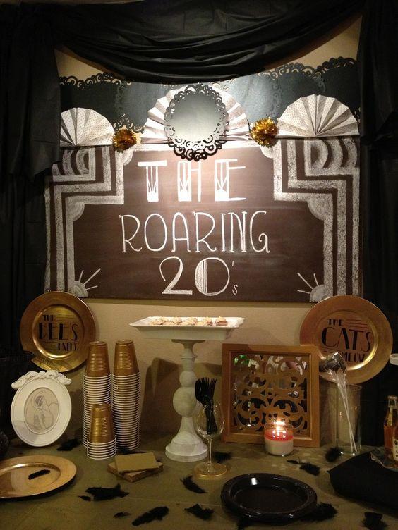 Ideas de la época de los años '20 para tu decoración de boda en negro y dorado.