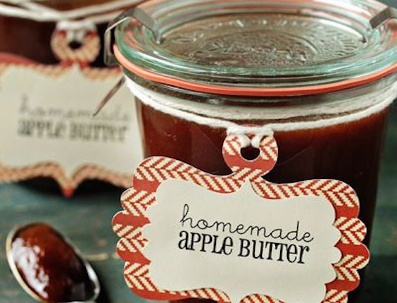 Fall wedding favors you can do yourself. Rich and sweet slow cooker apple butter. Simple and totally delicious! Recipe at Jamie (My Baking Addiction)