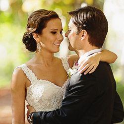 Esta elegante boda destino tuvo lugar en una finca para bodas absolutamente única, la Real Fábrica de Tapices en Madrid!