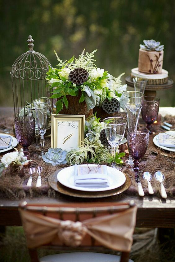 "Have you ever thought about a wedding in the forest? It's very ""in"" now and one of the biggest wedding trends for 2017. The enchanted forest look is so romantic and inviting! Photography: Glamour & Grace."