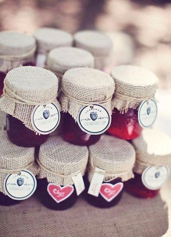Great fall wedding favors: Homemade jam or chutney. Yum!