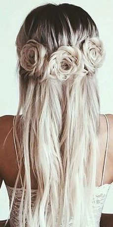 Such a stunning hairstyle for a trendy bride.