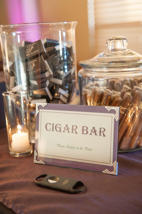 A very simple way to organize a cigar bar.
