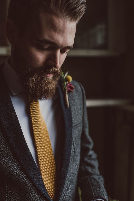 Head over heels in love with this knit tie. It gives the groom such character. Photographer: Lucy Spartalis.