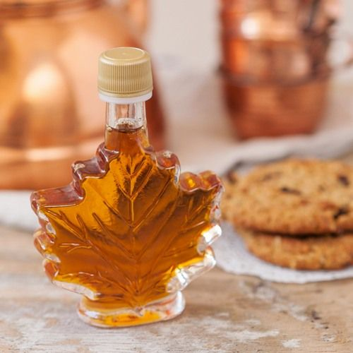 Original and unique fall wedding favors that your guests will love. Maple syrup bottle favor.