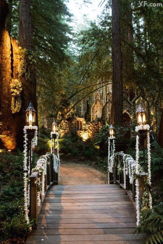 Ever think about setting a pretty wedding walkway for your coming guests? Woodland wedding entrance.