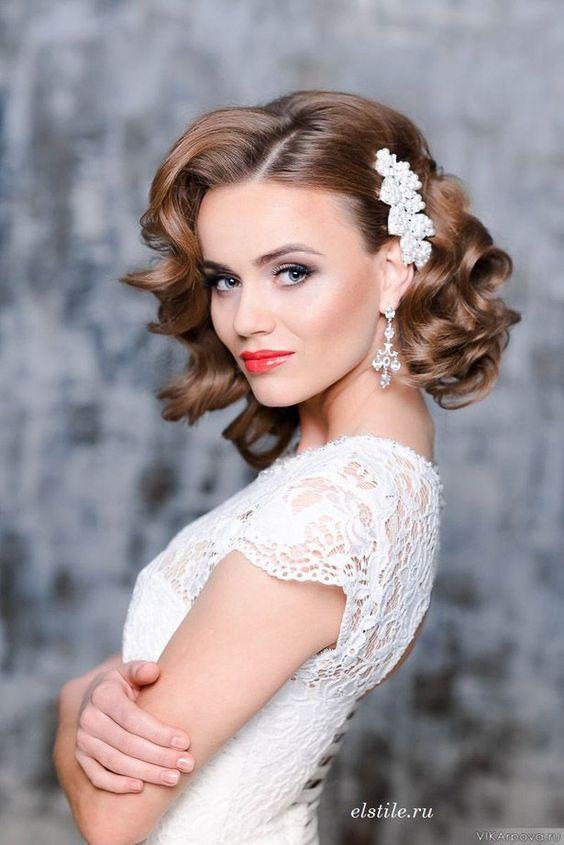 Peinados de novia con pelo suelto corto estilo vintage.