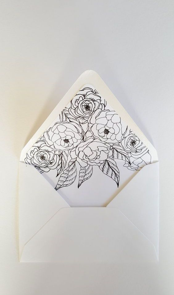 Sobre forrado para tarjetas de boda con arte floral de PaperAndStyleCo.