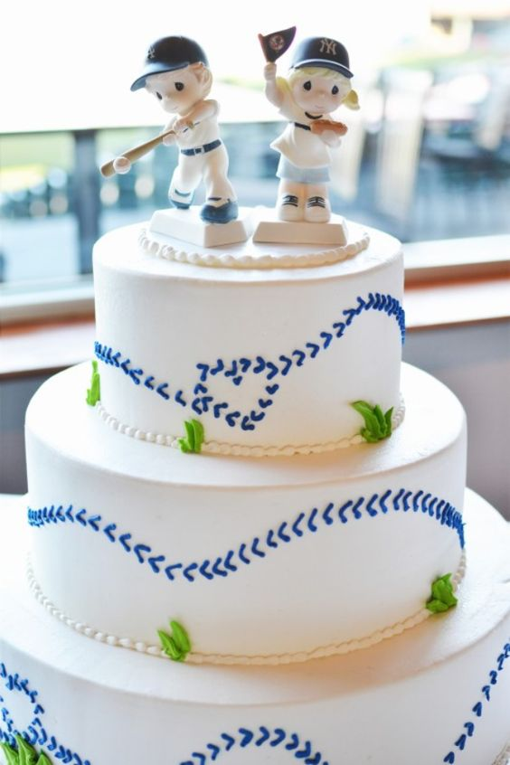 Dodger-Yankee baseball rivalry wedding cake and cake toppers by Precious Moments Cake.