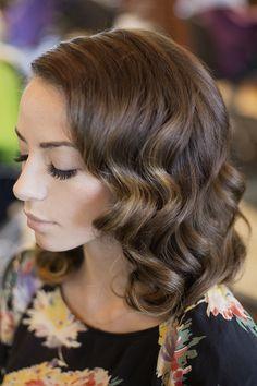 Glamour de boda para el cabello natural. Peinados de Novia con Pelo Mediano Suelto con Paso a Paso