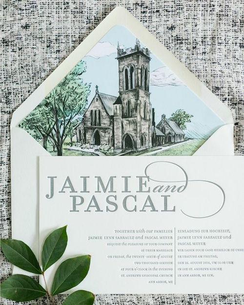 Invitaciones bilingües con un hermoso sobre forrado e ilustrado acompañado de un moderno texto impreso en prensa tipográfica o letterpress.