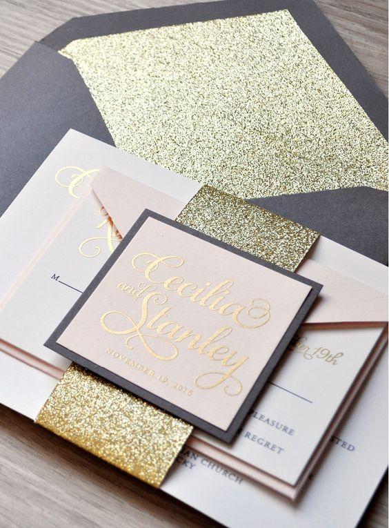 Un magnífico set de invitaciones de boda en gris carbón, rosa pastel y oro. Completo con glitter en el sobre!
