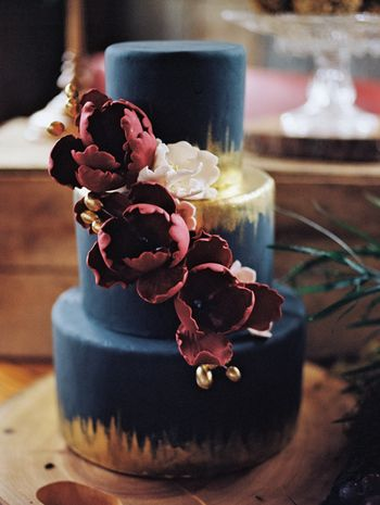 Unique, bold and dramatic wedding cake idea. Navy fondant cake with metallic gold and berry colored flowers. Wedding Photographer: Sonia Bourdon Photography.