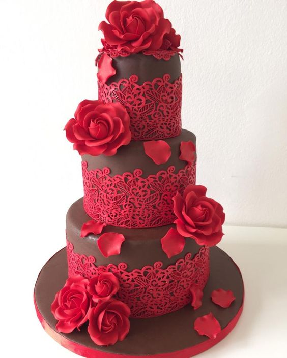 Chocolate and red roses wedding cake for the chocoholic couple by Monica Liguori.