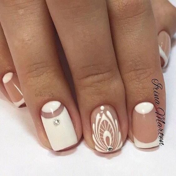 Este año, la tendencia en decoración de uñas es hacer la francesa asimétrica y en reversa.