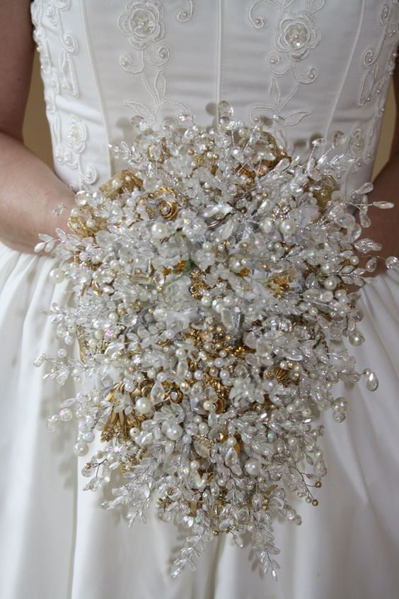 Carry a sparkly vintage brooch bouquet on your big day!
