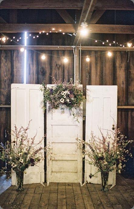 Cópiate este altar del PieRanch y úsalo como fondo para recitar tus votos matrimoniales. Fotografía de boda: Braedon Flynn photo.