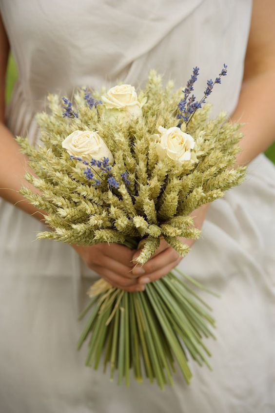 Non-floral wheat wedding bouquet ideas for extraordinary brides.