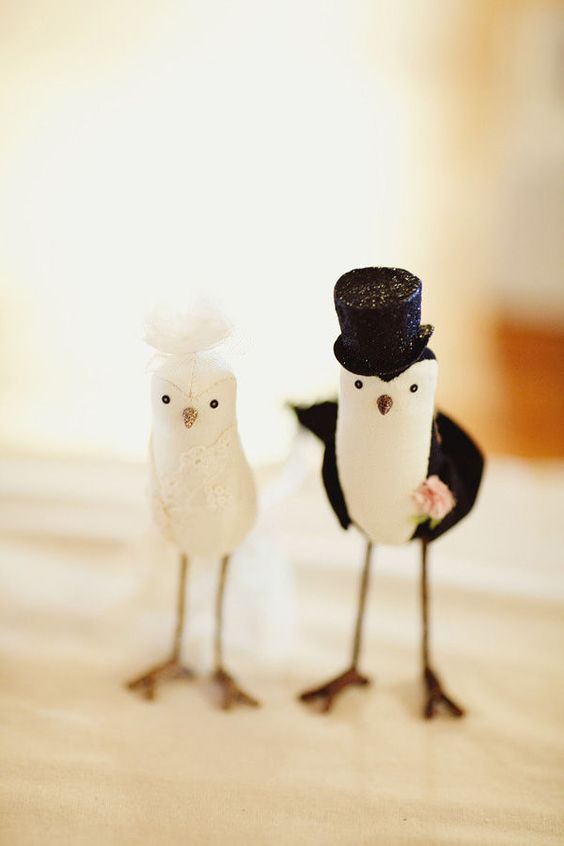Animal cake toppers dressed in the cutest of outfits. Wedding cake toppers design ideas to inspire!