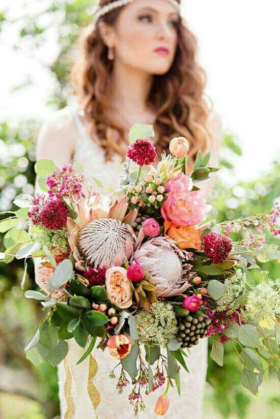 Carefree boho chic bride with a stunning wildflower bouquet.