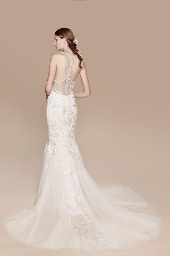 Las famosas espaldas de la colección de vestidos de novia Marchesa Notte son un sueño hecho realidad.