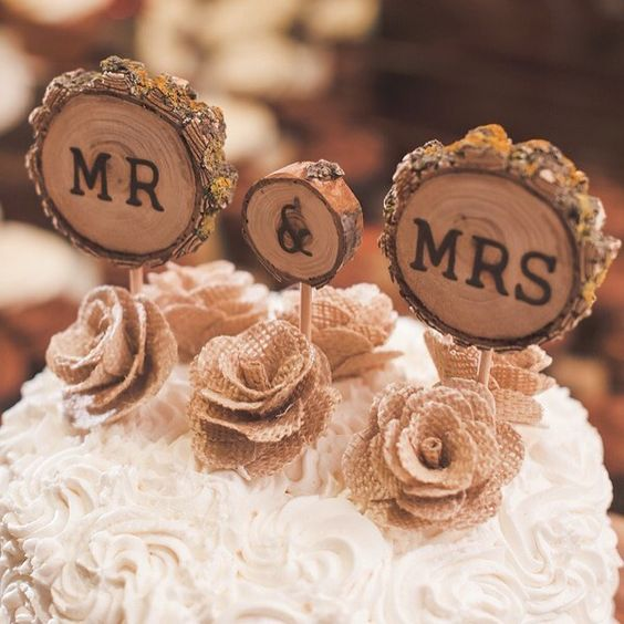 Lovely rustic fall wedding cake topper shot by eschmidtphotography Cake: Haas Bakery.