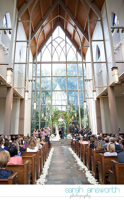 How to choose a wedding venue step by step. Chapel in the Woods, The Woodlands, TX wedding venue. Wedding photographer: Sara Answorth photography.