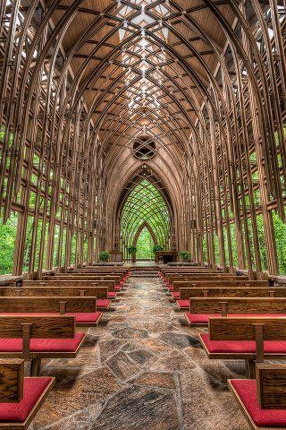 The Gavioli Chapel in Eureka Springs is a unique ceremony choice for couples looking for an impressive setting for their wedding. Chapel in the Woods, Arkansas. Wedding Venue.