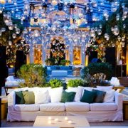 El lounge para bodas es ideal para crear un área lujosa y cómoda al aire libre. Es importante que estos espacios den sensación de intimidad pero que estén abiertos.
