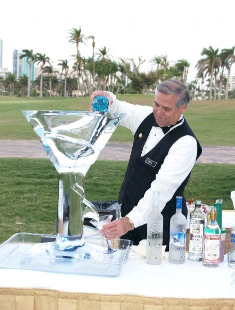 Cocktail hour may be quite entertaining with this martini bar service with signature drinks. Can't wait for that first icy sip!