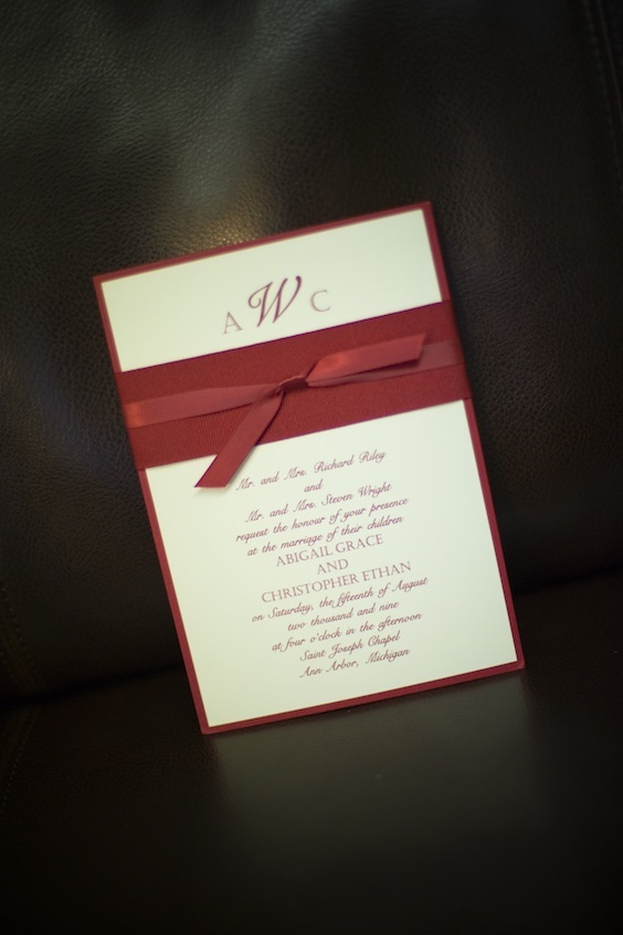 This is a great invitation layout for a top and bottom bilingual invitation format.