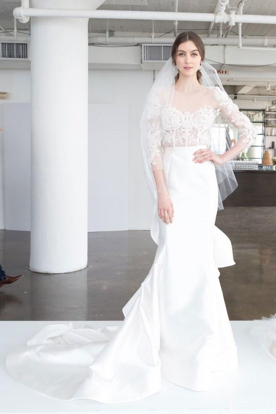 Se destacan entre los vestidos de novia de la colección de Marchesa 2018, los encajes, el romanticismo y la pureza de las líneas.