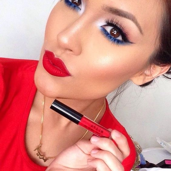 Blue eyeliner and bold red lips. Ready to party! Photo taken by makeup_amor on Instagram.