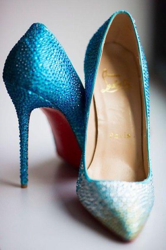 Louboutin en azul ombre. Fotografía: Maxim Photo Studio.