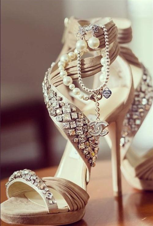 Sandalias para fiestas de Chanel.