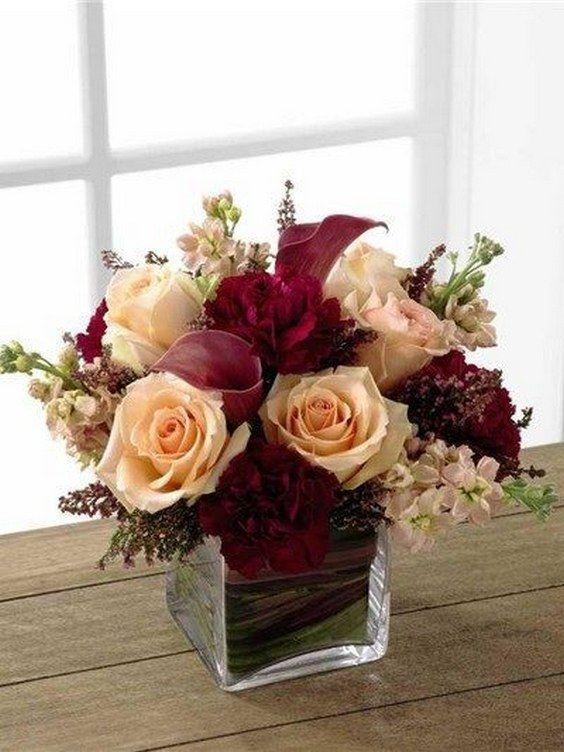 Una de mis paletas de colores favoritas para las bodas de otoño e invierno es el marsala y el rosa pálido o blush. El marsala es excelente para resaltar que es una estación fría, y el blush agrega delicadeza.