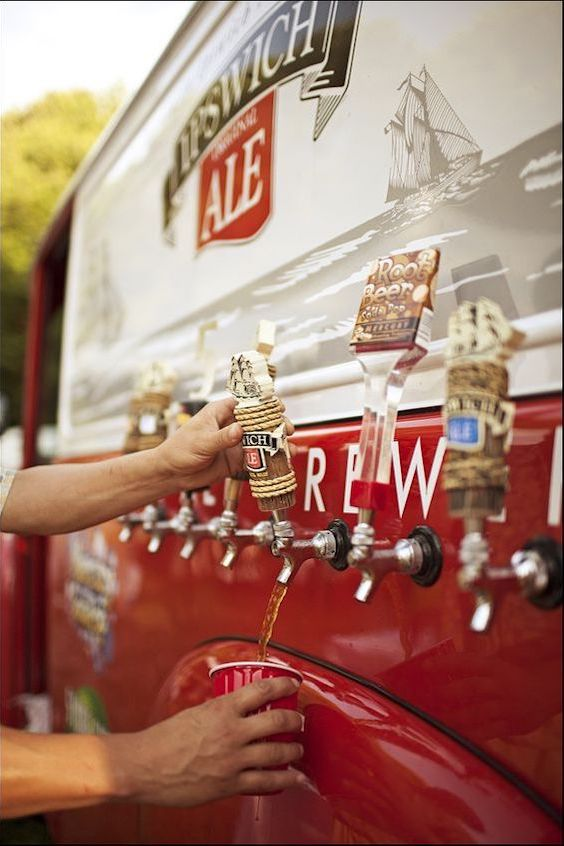 Old fashioned brewery truck at the reception!!! Yess! Photography: jagger photography.