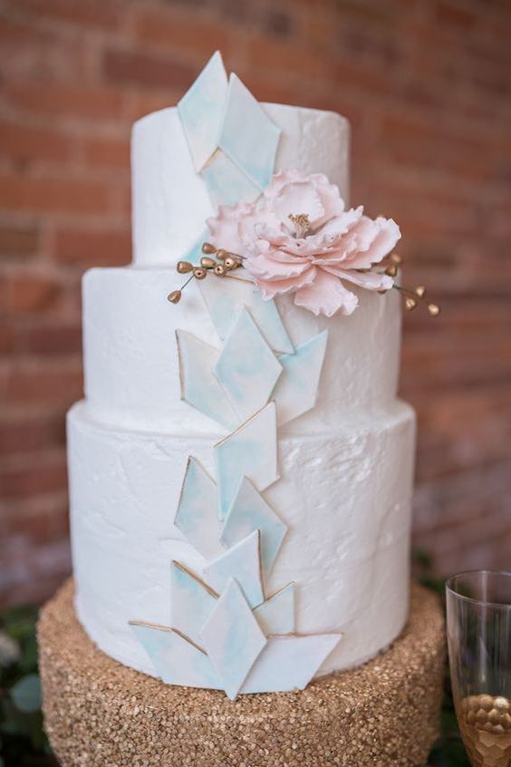 Geometric interpretation of the ocean, the sand and the sunshine for an evening coastal wedding.