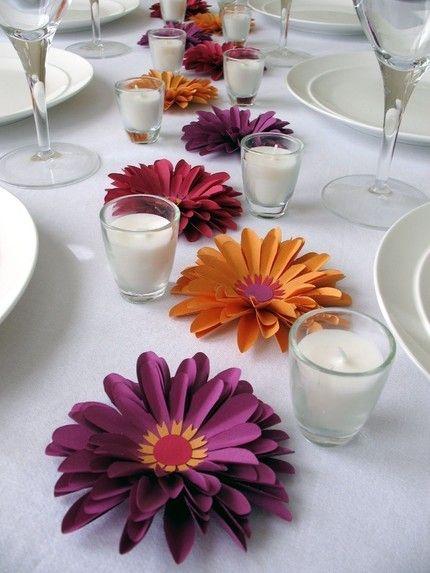 Una decoración de mesa simple que no impide la conversación entre tus invitados.